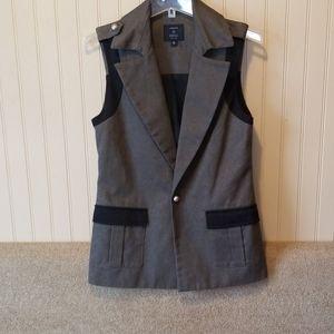 NWOT Laveer vest size 0 size 6 black gray lace